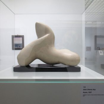 Jean Arp, Seated, 1937, collection Ulla and Heiner Pietzsch
