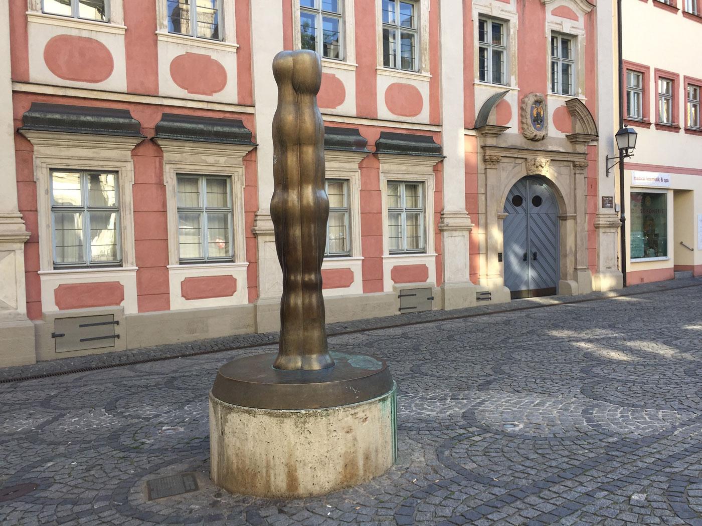 Bamberg, Joannis Avramidis, Große Figur 1982, Pfahlplätzchen