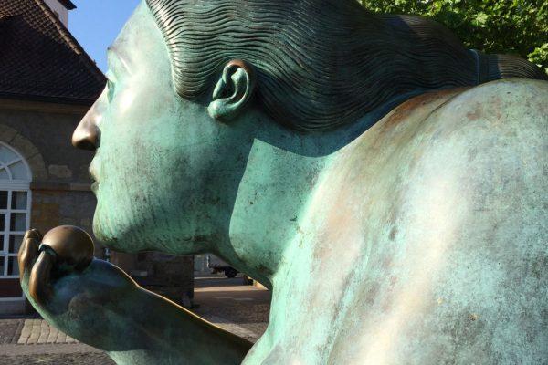 Bamberg, Fernando Botero, Liegende mit Frucht, Heumarkt
